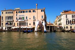 Gondola ferry: a cheap gondola ride in Venice