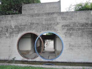 Crossing rings, Brion Tomb