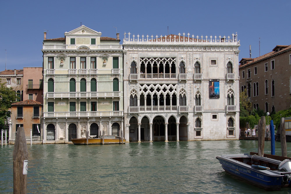 Ca' d'Oro pic at https://upload.wikimedia.org/wikipedia/commons/1/1e/Venezia_Palazzo_Giusti_e_Ca'_d'Oro_001.JPG