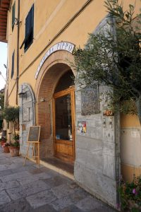 A lovely ceramics shop, Cetona