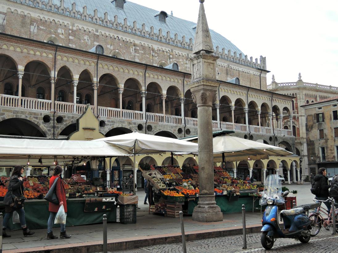 Piazza della Frutta
