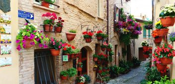 What to do in Spello and where to eat